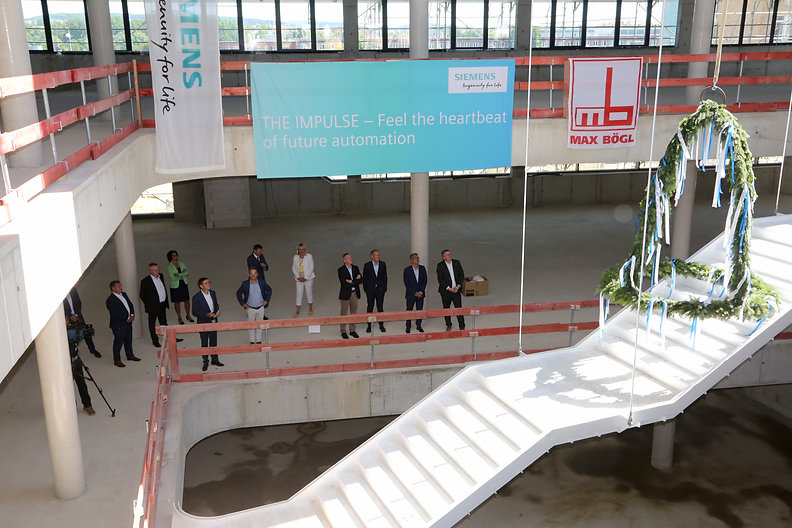 aib feiert mit Siemens Richtfest