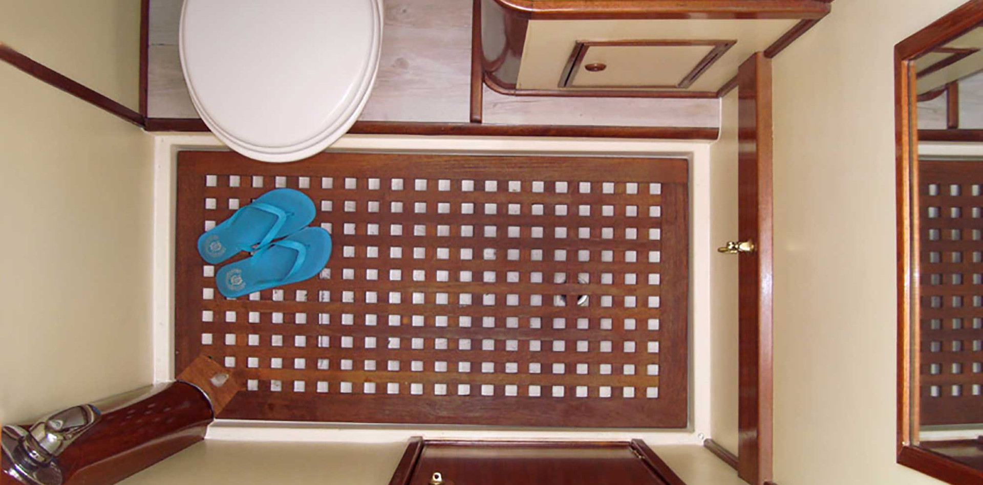 IBIZA TOP CHARTER • VD 70 FT
