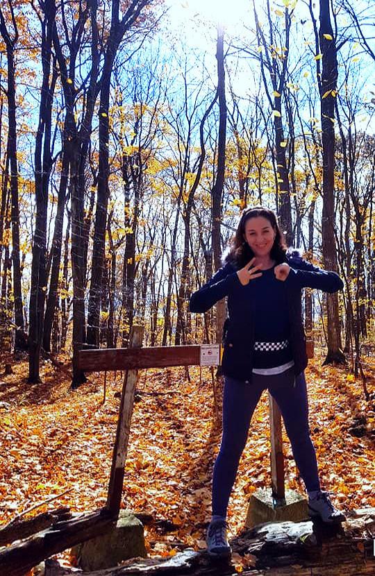Park national d'Oka/Oka National Park (Quebec) Canada  La randonnée pédestre est mon activité favorite depuis toujours.  J'ai parcouru les sentiers et gravi les plus hauts sommets des montagnes des Adirondacks (New York) dont les monts Marcy, Algonquin, Haystack, Whiteface..., des montagnes blanches-Appalaches (New Hampshire) dont les monts Washington, Lincoln-Lafayette, Adams, Jefferson..., des montagnes du Québec dont les monts Jacques-Cartier, Albert, Gosford, Logan... J'habite au coeur du mont Calvaire à l'entrée du sentier du Sommet et, depuis 20 ans, j'ai parcouru tous les sentiers du parc national d'Oka et de la région.   Trente minutes de marche suffise pour sentir les bienfaits de la nature.  Je vous invite à marcher avec moi de façon sportive, récréative ou méditative dans cet havre de paix.  Il me fera plaisir de vous raconter les histoires du Calvaire d'Oka.  Offert en combinaison avec nos différents forfaits plain air.