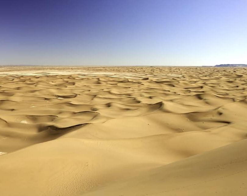 DÉSERT DU SAHARA MAROCAIN/Morocco Sahara Desert  Le Sahara est un regard qui se perd dans l'horizon, rattrapé par une émotion montante à couper le souffle. Il s'étant sur 10 pays représentant 9 millions de km carrés, c'est le plus vaste désert du monde.