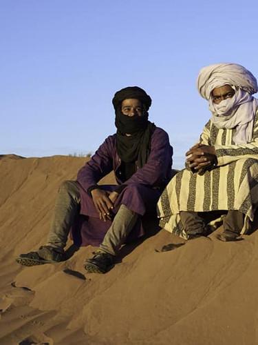 DÉSERT DU SAHARA MAROCAIN/Morocco Sahara Desert  NOS GUIDES NOMADES NÉS AU DÉSERT/OUR NOMAD GUIDES BORN IN THE DESERT:  Brahim Hassan Ismail  Ils sont issus d'une même famille et se font un plaisir à nous faire découvrir leur culture.  Ils nous offrent une aventure remplie de souvenirs mémorables. Leur long turban enroulé savamment autour de la tête est une protection contre les vents de sable, le soleil et sert à puiser l'eau des puits.  Ils disent: «Le désert ne se raconte pas, il se vit.»