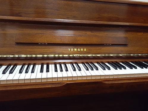 Yamaha. Upright piano.