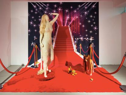 瞧瞧藝術 ChiaoxArt 穿高跟鞋的狗,Caroline Jacobson 的小劇場