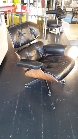 loungue_chair_eams_après_tapissier_roy