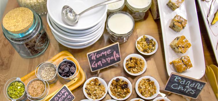 Breakfast desayuno granola.jpg