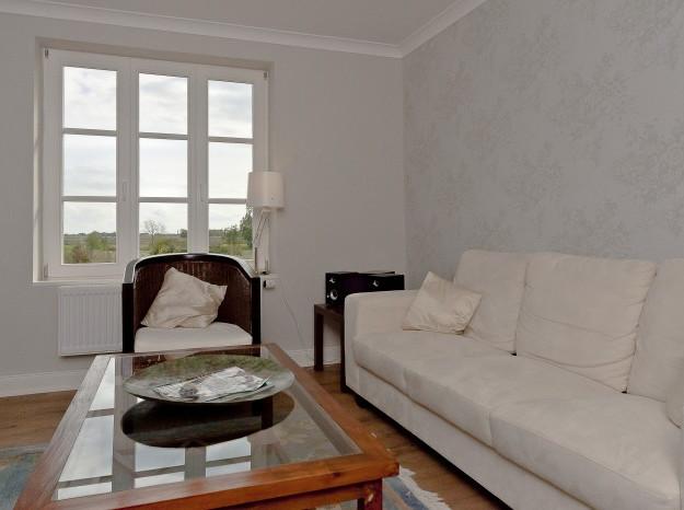 Wohnzimmer mit ausreichender Sitzgelegenheit