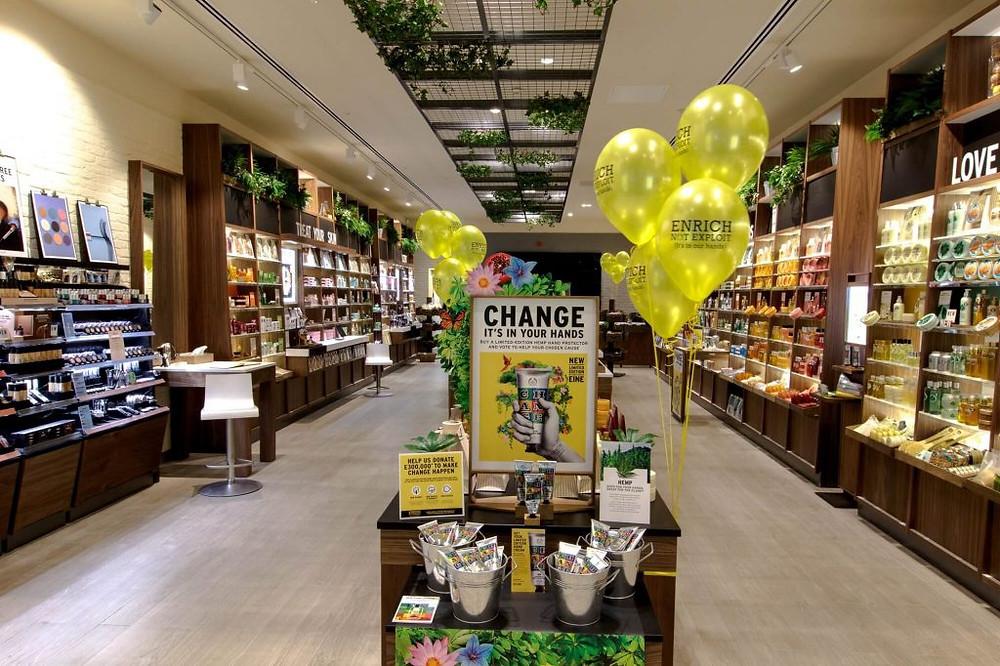 Cửa hàng của The Body Shop với quảng cáo chiến dịch green marketing là gì? - Blitz Creatives