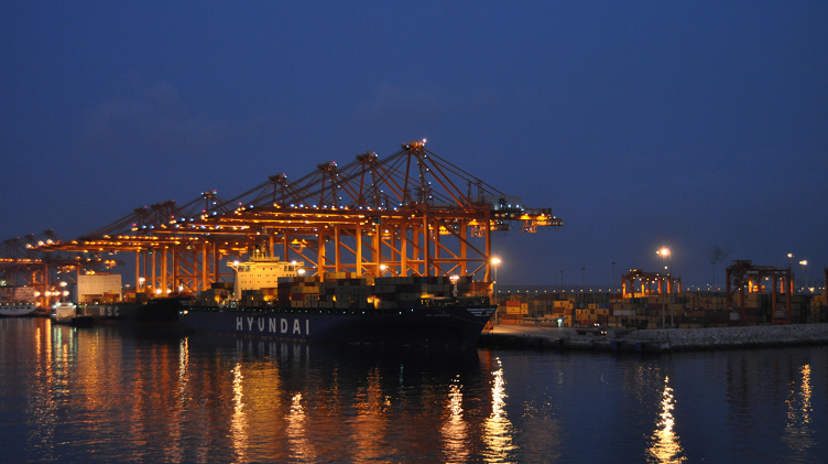 Maersk Line will accept cargo to and from Qatar that will be transhipped via Port Salalah, Oman. Credit: Igor Malushko