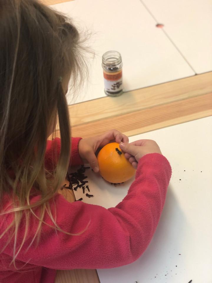 Orangen und Nelken Weihnachtsdeko für zu Hause