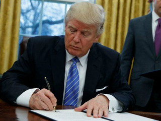 Trump signs order to give all vets access to mental health care for 12 months after separation