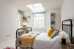27. 191112-443 Hanging basket bedroom
