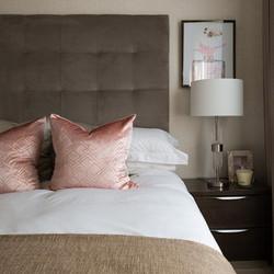 12. 190225-133 Pink bedroom feature