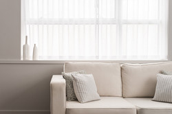 2. 180427-274 Sofa window