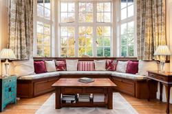 12. 181108-70 Window Seat One point