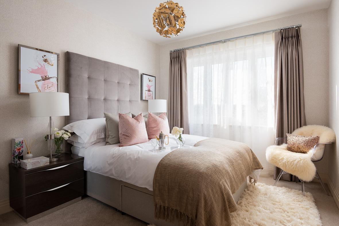 11. 190225-124 Pink bedroom
