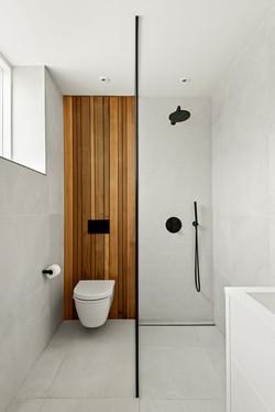 24. 200929-107 Shower room