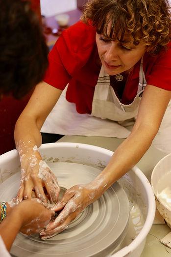 Datadock poterie céramique Haute Savoie. Différentes techniques tournage, modelage, plaque, émaillage