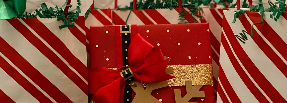 holiday gift bags & gifts