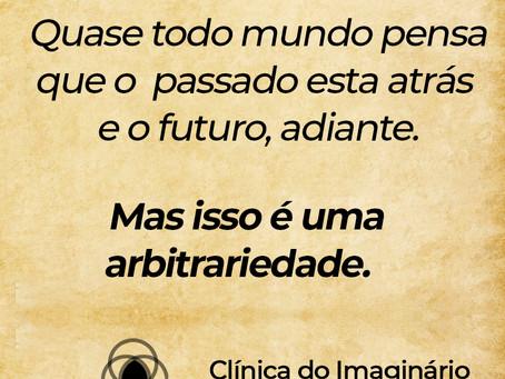 Quase todo mundo pensa que o passado está atrás e o futuro, adiante.