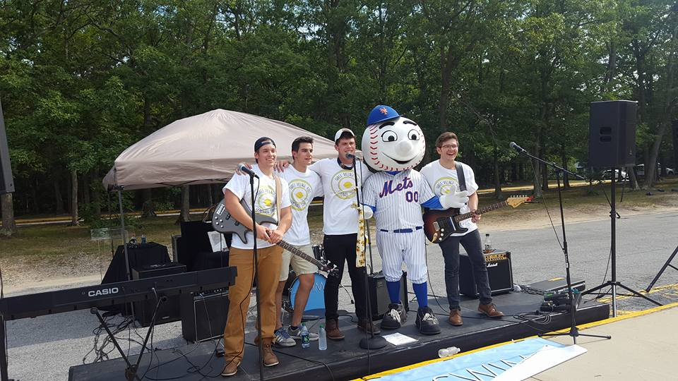 2017 lemonade stand mr met and swim 20621216_10210186413558169_2069497789853777703_n