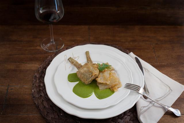 Alcachofas y Pencas sobre crema de Acelgas