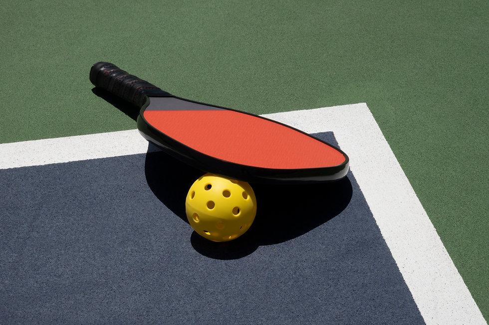 pikleball ball sport court