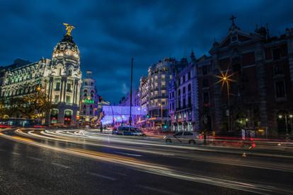 Gran vía de noche, Madrid