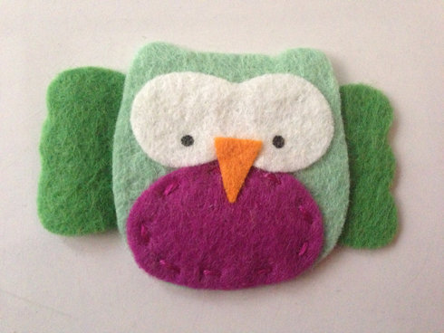GREEN OWL WITH PURPLE BELLY SNAP CLIP