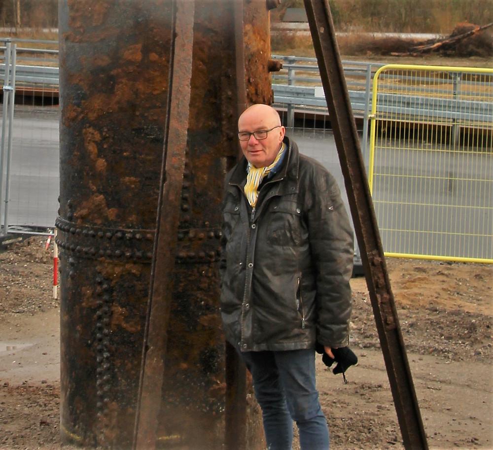Skulptur er lavet af en danp kedel der er gravet op i sporbyen og togskinner som er taget op