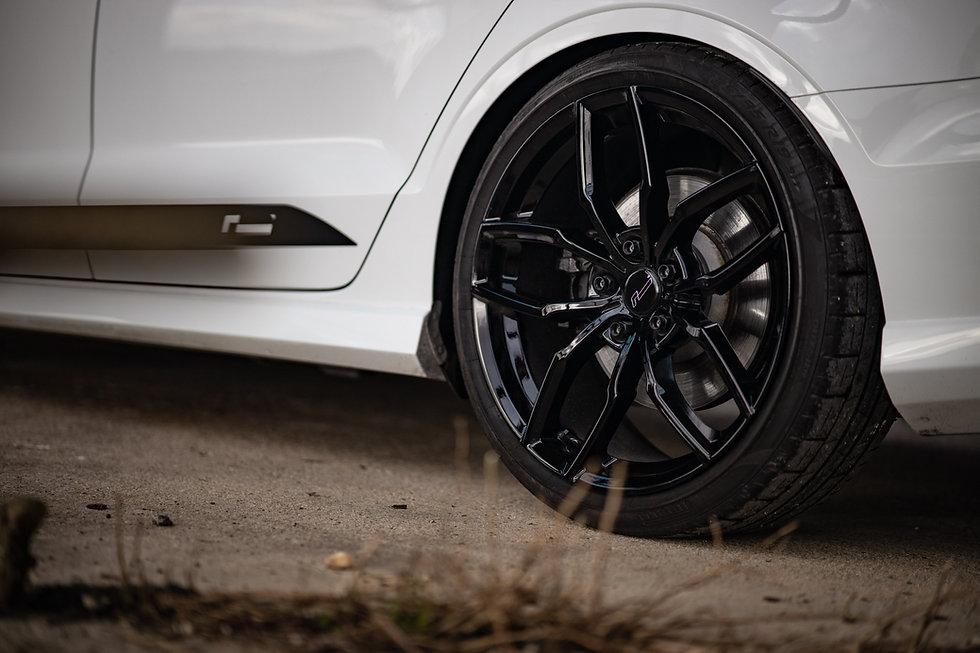 racingline wheel stud and nut kit for VW Golf R, GTI, Audi S3 RS3