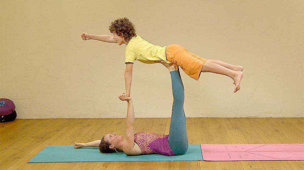 media_60496_widen_1000_100-acro-yoga-kid
