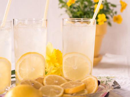 Zitronen-Power: Elf Benefits von (warmem) Zitronenwasser