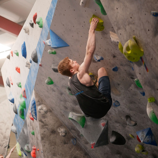 Matthew looking strong on the cave boulder