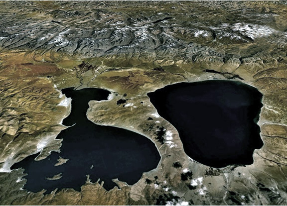 Озёра Манасаровар (справа) и Ракшас-Тал (слева). Аэрофотосъёмка.
