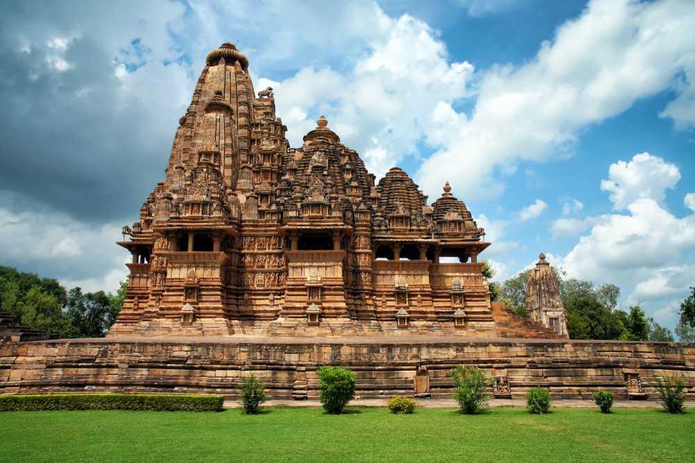 Храм Вишванатха в Кхаджурахо. Северный стиль.