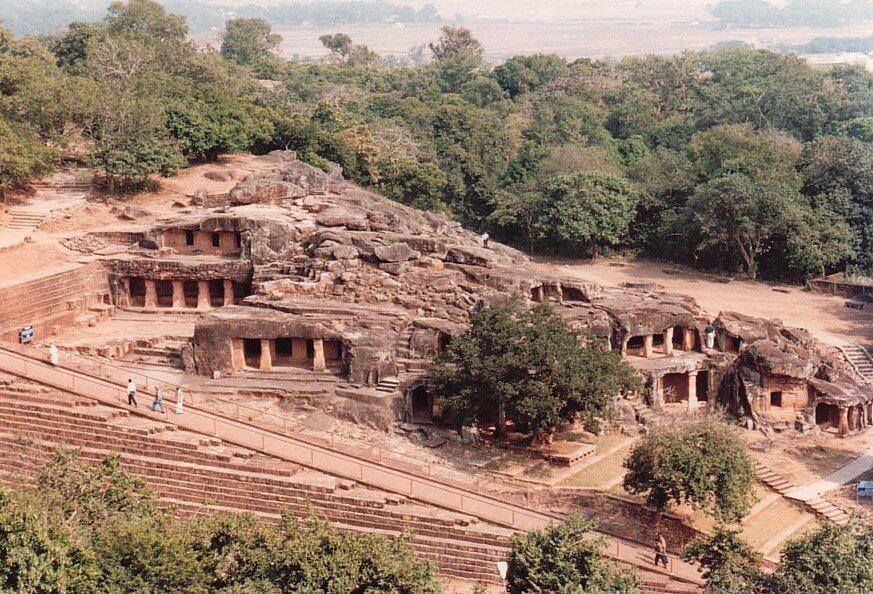 Пещерный храмовый комплекс в Удаягири, Индия.