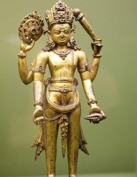 Статуя Вишну с Сударшана-чакрой в верхней правой руке.