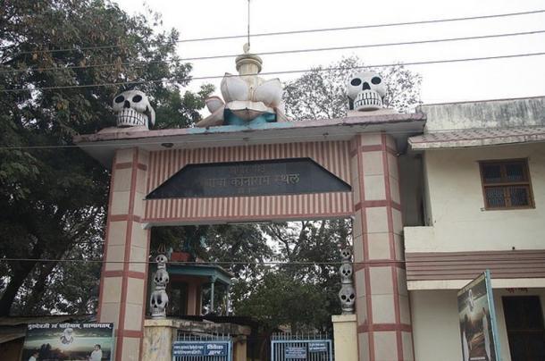 Ворота Баба Кинарам Стхал, Варанаси, Индия.