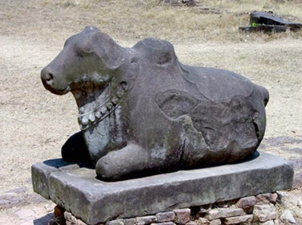 Бык Нанди, божество - страж, которое также служит ездовым животным Господа Шивы.