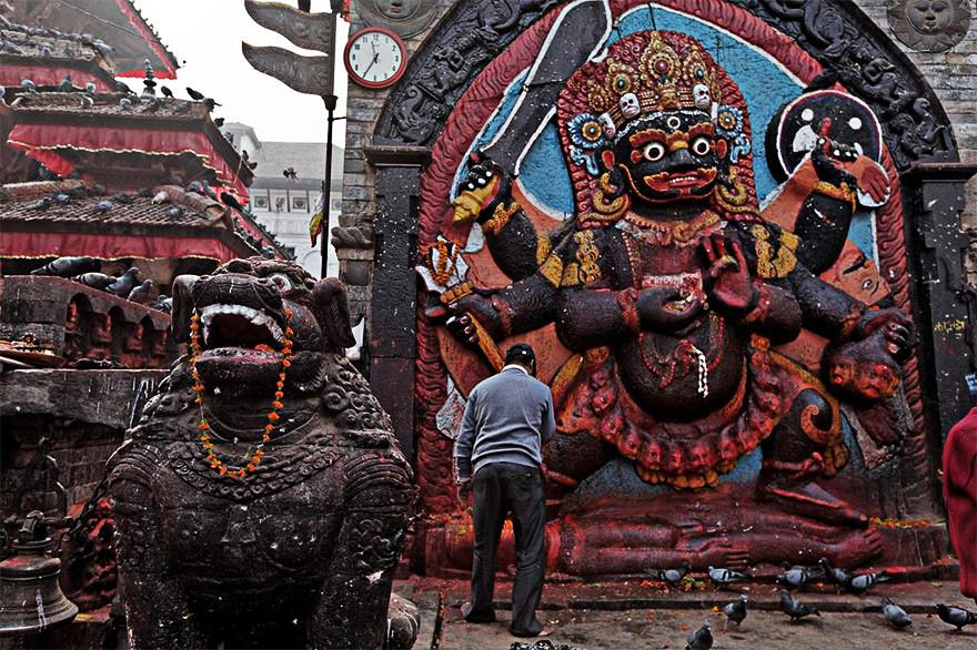 Статуя Кала-Бхайравы в г. Катманду, Непал.