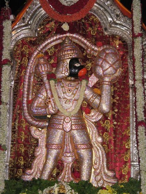 Статуя Ханумана в храме Рагигуддха Шри Прасанна Анджанея Свами. Джаянагар, Бангалор, шт. Карнатака.