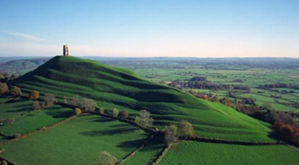 Гластонбери Тор в Англии в форме лингама.