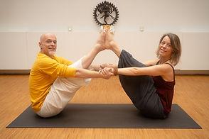 yoga tijdens de Retraite. Samen yogaposes beoefenen.
