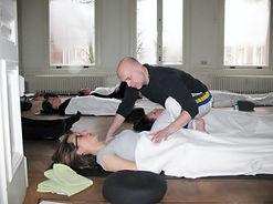 Adem en Extase, persoonlijke aandacht tijdens een ademworkshop.