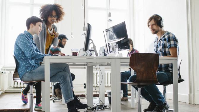 ¿Cómo se desenvuelven los millennials en sus centros laborales?