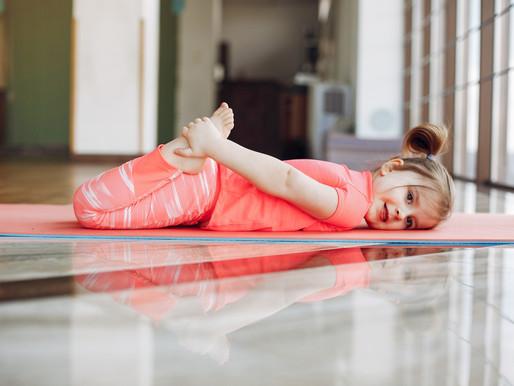 Yoga avec les enfants en ligne, c'est vraiment possible?