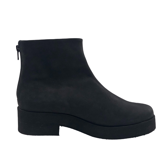 BLACK SIGNATURE LIGHTWEIGHT BOOTS // in suede
