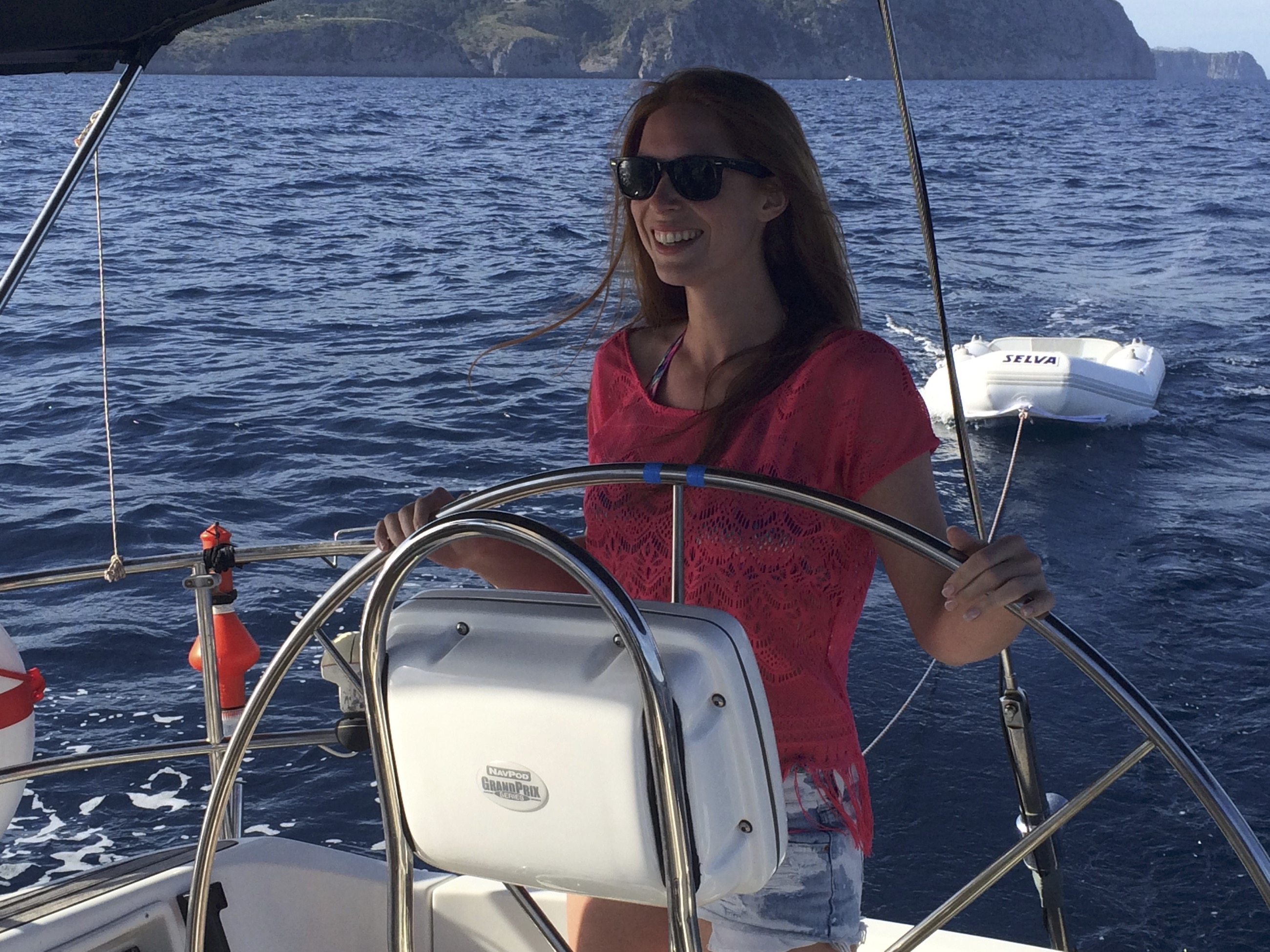 Segelausflug Mallorca Frau am Steuer