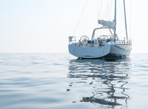 beneteau-oceanis-38-02.jpg