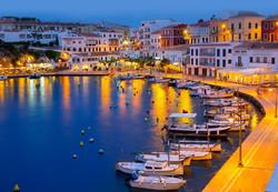 Ciutadella Hafen bei Nacht